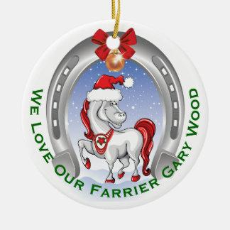 蹄鉄工のためのかわいい馬のクリスマスのギフト セラミックオーナメント