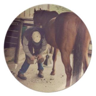 蹄鉄工-美しい馬の写真のひづめのトリム プレート