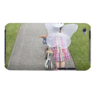 身に着けているバランスのバイクとの幼児の歩く Case-Mate iPod TOUCH ケース