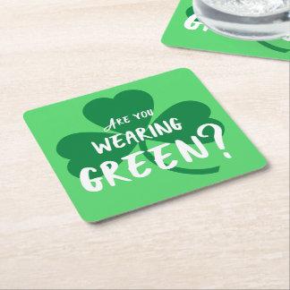 身に着けている緑か。 シャムロックのセントパトリックの日のパーティー スクエアペーパーコースター