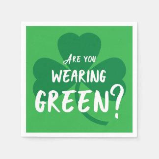 身に着けている緑か。 シャムロックのセントパトリックの日のパーティー スタンダードカクテルナプキン
