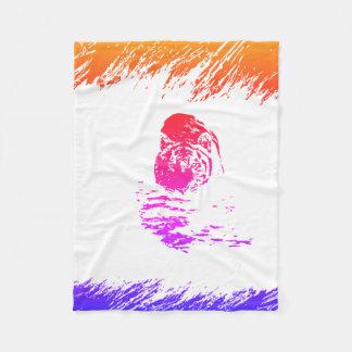 身をかがめるトラによって隠される虹 フリースブランケット