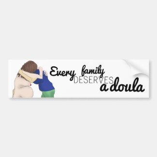 車のステッカー-あらゆる家族はdoulaに値します バンパーステッカー