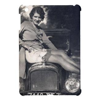 車のヴィンテージの気のあるそぶりをしたな女の子 iPad MINIカバー
