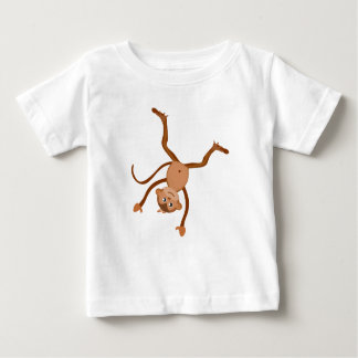 車輪のベビーのワイシャツをしている猿 ベビーTシャツ