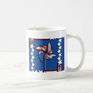 車輪7月第4、愛国心が強いPinの コーヒーマグカップ
