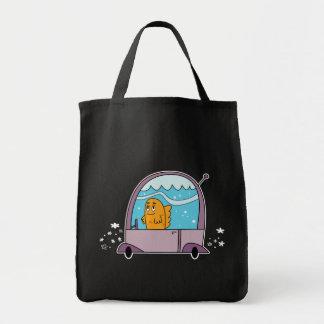 車食料雑貨のトートを運転している魚 トートバッグ