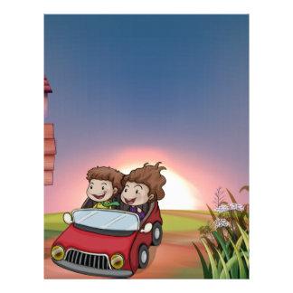 車、掲示板およびレターボックスの子供 レターヘッド