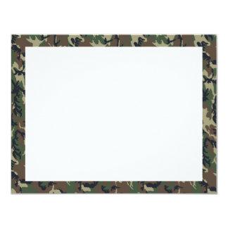 軍の森林カムフラージュの背景 10.8 X 14 インビテーションカード