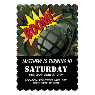 軍隊のカムフラージュの喜劇的な手榴弾の子供の誕生日 カード