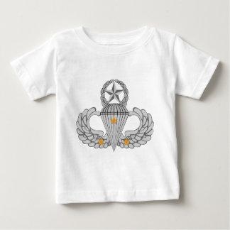 軍隊の戦闘3のジャンプの翼 ベビーTシャツ