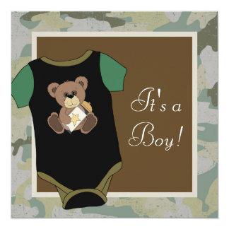 軍隊の緑のカムフラージュの男の赤ちゃんのシャワー 13.3 スクエアインビテーションカード