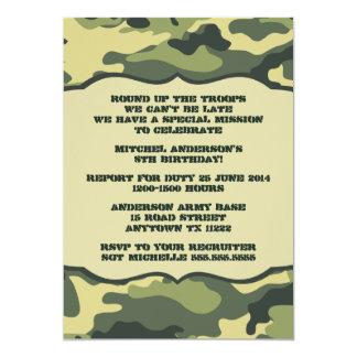 軍隊の迷彩柄の誕生会の招待の緑のカムフラージュ カード