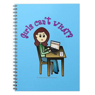 軽いコンピュータ女の子 ノートブック