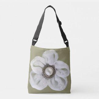 軽い暗灰色の白い花 クロスボディバッグ