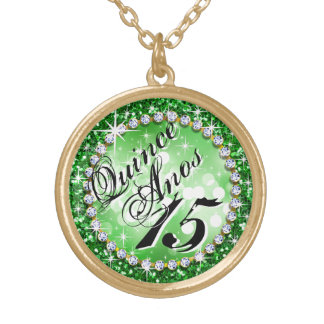 輝きの魅力的できらきら光るなQuinceañeraのお祝いのエメラルド ゴールドプレートネックレス
