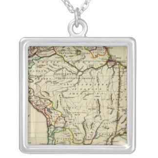 輪郭を描かれる境界の南アメリカ シルバープレートネックレス
