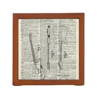 辞書のページの古いヴィンテージのギターの絵 ペンスタンド