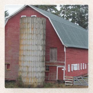 農場の古く赤い納屋 ガラスコースター