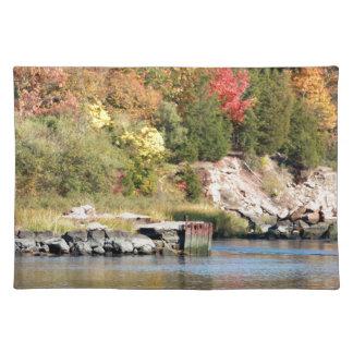 農場の川に沿う秋 ランチョンマット