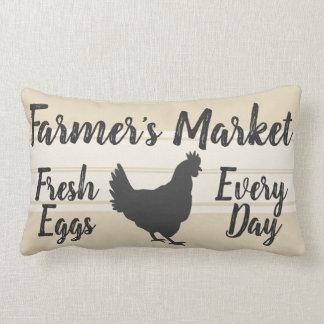 農家のスタイル のファーマーズマーケットの新しい卵の雌鶏 ランバークッション
