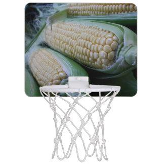 農家の市場のトウモロコシ ミニバスケットボールゴール