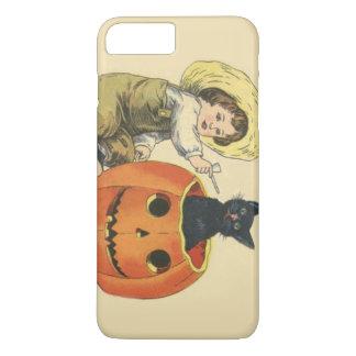 農家の男の子の粘土管のハロウィーンのカボチャのちょうちんの黒猫 iPhone 8 PLUS/7 PLUSケース