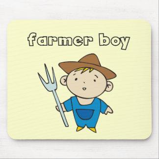 農家の男の子のTシャツおよびギフト マウスパッド