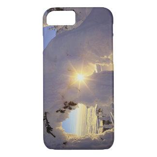 近の大きい山のSnowghostsによる日没 iPhone 8/7ケース