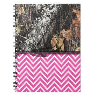 迷彩柄およびショッキングピンクのシェブロンのノート ノートブック