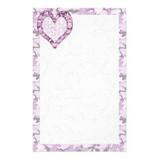 迷彩柄の森林ピンクか紫色のカムフラージュのハート 便箋