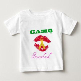 迷彩柄は姉妹関係の子供のワイシャツに接吻します ベビーTシャツ