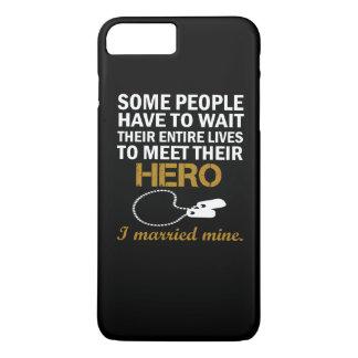 退役軍人の妻 iPhone 8 PLUS/7 PLUSケース