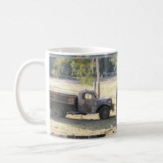 退職したな力ワゴン、古い小型トラック コーヒーマグカップ