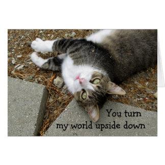逆さまの世界猫のバレンタインデーカード カード
