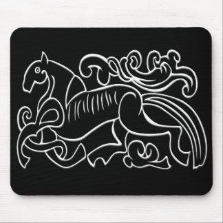 逆になる北欧の馬の白黒グラフィック マウスパッド