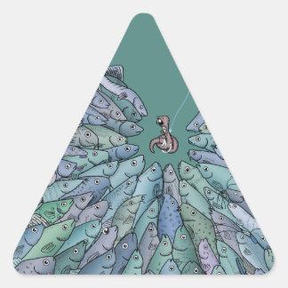 逆上の三角形のステッカーを食べ物を与えている魚 三角形シール