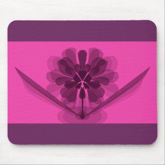 透明なピンクの花の花びら マウスパッド