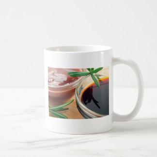 透明なボールのトマト・ケチャップそして醤油 コーヒーマグカップ