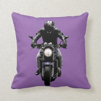 通りのバイクのオートバイのライダーの枕リバーシブル クッション