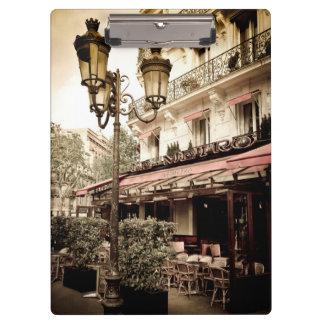 通りのレストラン、パリ、フランス クリップボード
