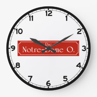 通りNotre Dameのモントリオールの道路標識 ラージ壁時計