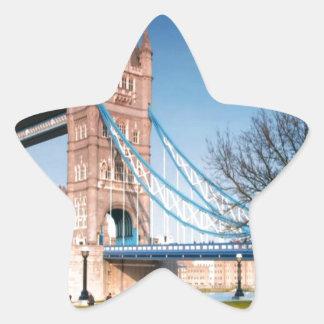 通路ロンドンのイギリスのおもしろいのピクニック点の橋だけ 星シール