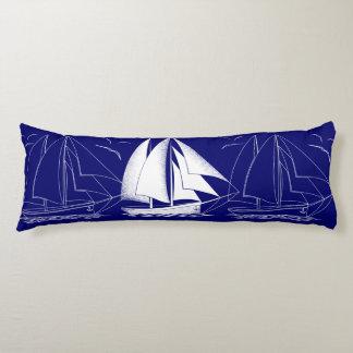 速い航行! 航海のな海軍ヨットの男の子の部屋 ボディピロー