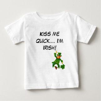 速く接吻して下さい私に… 私はアイルランド語です! ベビーTシャツ