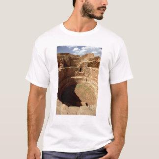 造られるKivaへの入口c.11th第14世紀 Tシャツ