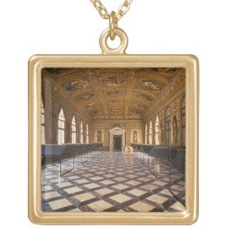 造られるSala Dorata 1537-88年(写真) ゴールドプレートネックレス