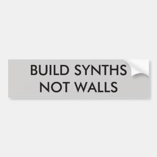 造りSynthsはステッカーを囲みません バンパーステッカー