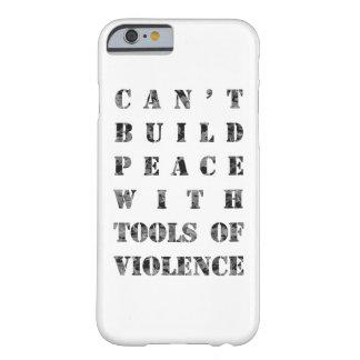 造る暴力の用具との平和をことができません(より暗い) BARELY THERE iPhone 6 ケース