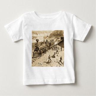 連合太平洋の鉄道セピア色の場面 ベビーTシャツ